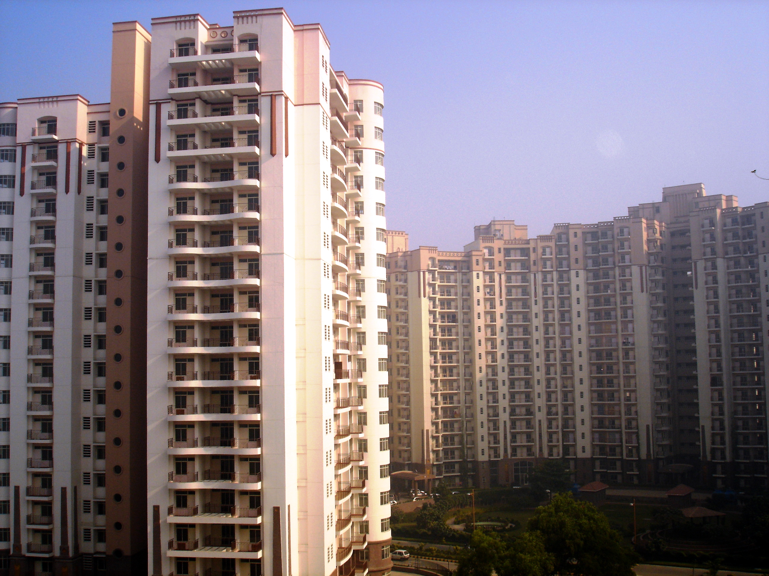 Pros and cons of high rise and builder floor Indian building photos