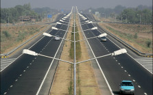 National Highways will be vacuum cleaned to curb pollution: Nitin Gadkari