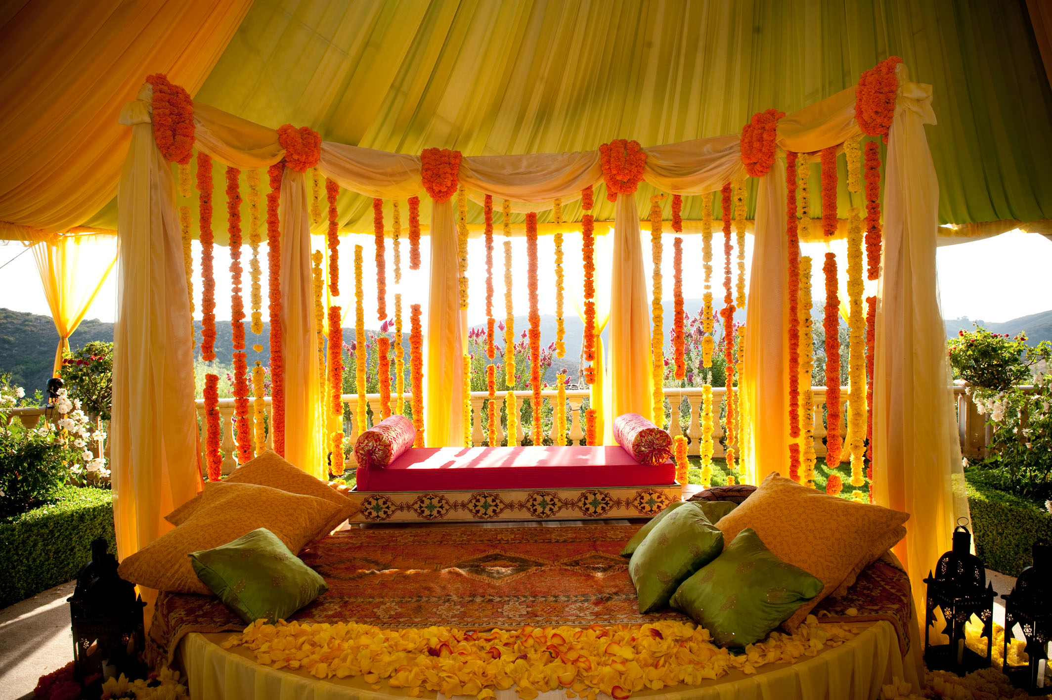 Wedding in the house tips to redo home d cor for House decoration images